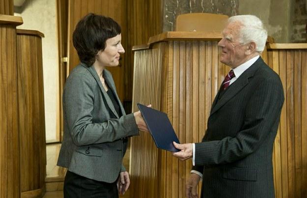 Jana Roithová přebírá medaili