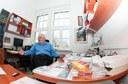 Prof. Michl ve své pracovně
