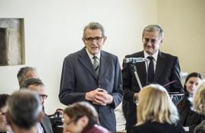 Oceněný profesor Josef Loub (vlevo) s děkanem PřF UK prof. Jiřím Zimou