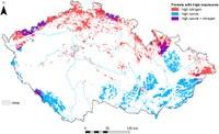 Oblasti lesů s vysokou depozicí dusíku a expozicí ozonu.  Zdroj: Autoři článku.