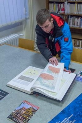 K vidění bylo spousta zajímavých časopisů, map, atlasů i běžných knih.