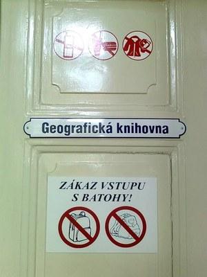 Dveře knihovny.jpg